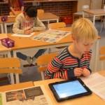 Några ägnar sig åt annat skolarbete. Foto: Pehr Ellgård