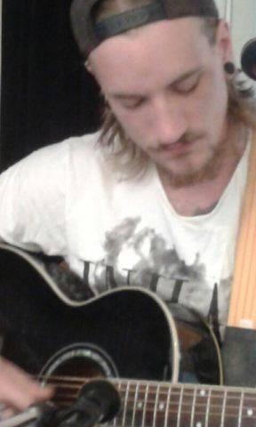 Jonas Albins spelning på Café Nell Walden - jonas_albin_150516_3