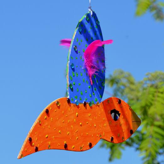En av barnens fåglar har lyft från Palettskolan och gett sig