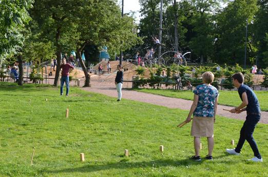 Kubbspel i det gröna. Foto: Petter Ellgård