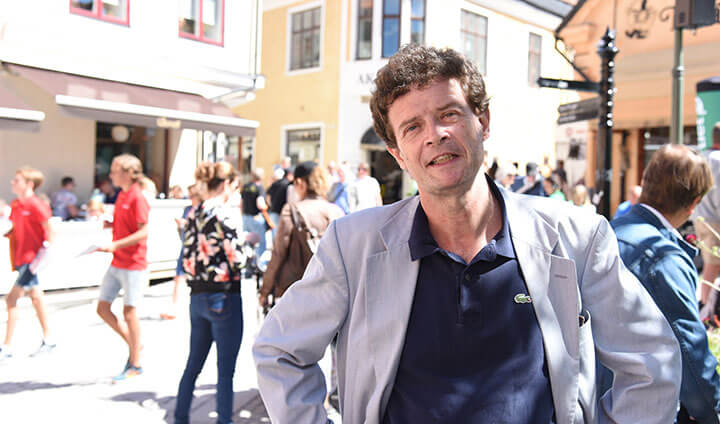 Joakim på stan. Foto: Örebro Universitet